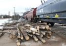 Train vs Log Truck (2)